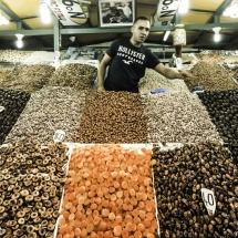 dried-fruit-vendor