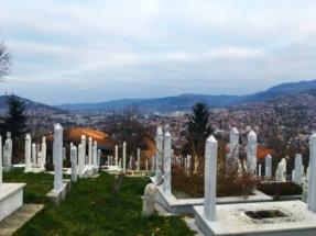 sarajevo-graveyard-overlooking-city