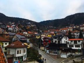 sarajevo-houses-on-hill2