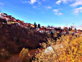 sarajevo-homes-along-river