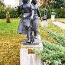 women-diggers